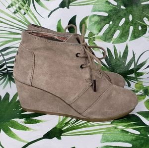 - Toms Desert Wedge Ankle Booties laceup sue…